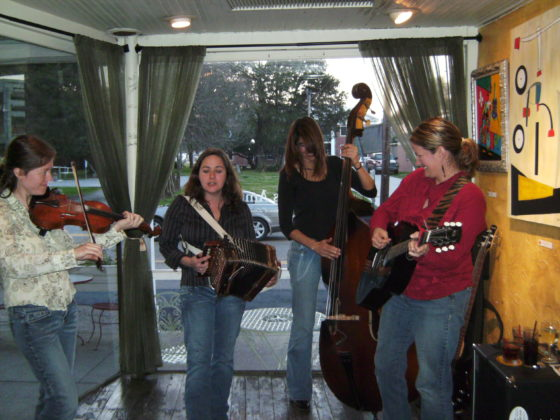 BILD0606 560x420 - Cafe des Amis in Breaux Bridge, Louisiana