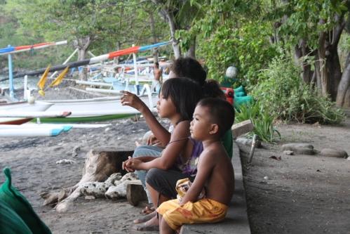 """GoodKarma Fischerboote kommen zurueck - Im Osten von Bali: Die """"Good Karma Bungalows"""" nahe Amed"""