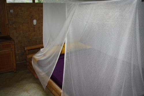 """Zimmer Bett - Im Osten von Bali: Die """"Good Karma Bungalows"""" nahe Amed"""