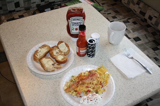 Breakfast22DEC - Start der Snowbird-WoMo-Tour: Campingworld (Moturis) Las Vegas und das lausige Wetter