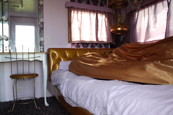 HTP Fifi03 - Hicksville Trailer Palace, Kalifornien: Nostalgie Wohnwagen - Schlafen in der Mojave Wüste