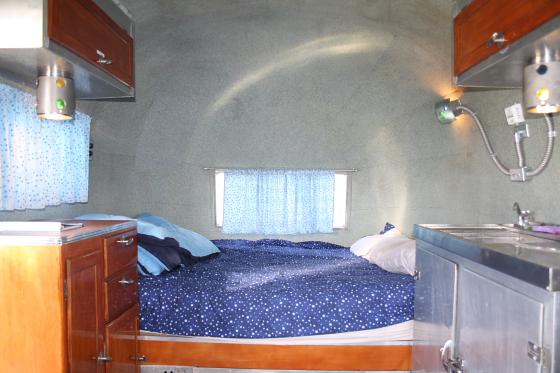HTP Integratrailor02 - Hicksville Trailer Palace, Kalifornien: Nostalgie Wohnwagen - Schlafen in der Mojave Wüste