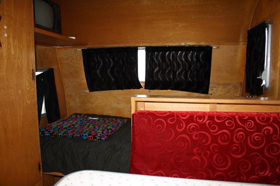 HTP Lux02 - Hicksville Trailer Palace, Kalifornien: Nostalgie Wohnwagen - Schlafen in der Mojave Wüste