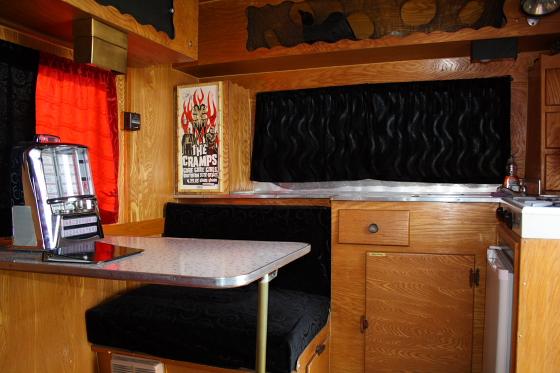 HTP Lux03 - Hicksville Trailer Palace, Kalifornien: Nostalgie Wohnwagen - Schlafen in der Mojave Wüste