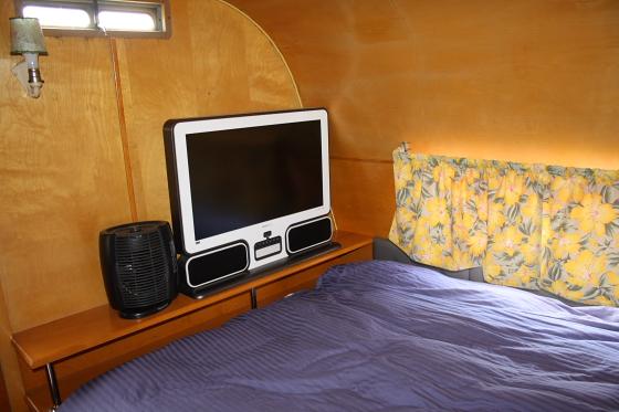 HTP NewWorld04 - Hicksville Trailer Palace, Kalifornien: Nostalgie Wohnwagen - Schlafen in der Mojave Wüste