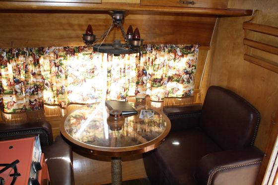 HTP Pioneer03 - Hicksville Trailer Palace, Kalifornien: Nostalgie Wohnwagen - Schlafen in der Mojave Wüste