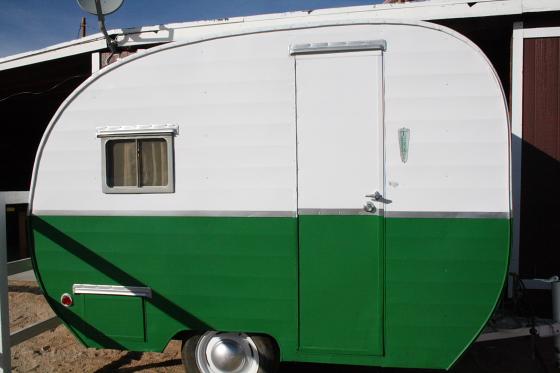 HTP Pony01 - Hicksville Trailer Palace, Kalifornien: Nostalgie Wohnwagen - Schlafen in der Mojave Wüste