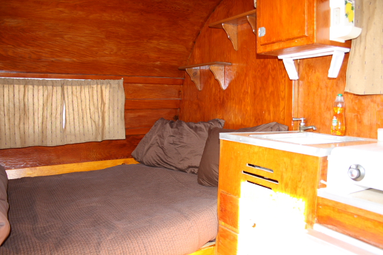 HTP Pony02 - Hicksville Trailer Palace, Kalifornien: Nostalgie Wohnwagen - Schlafen in der Mojave Wüste