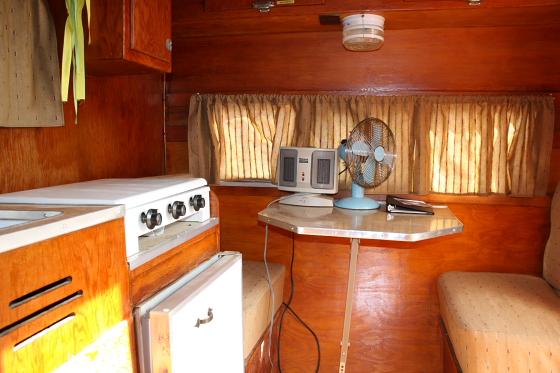 HTP Pony03 - Hicksville Trailer Palace, Kalifornien: Nostalgie Wohnwagen - Schlafen in der Mojave Wüste