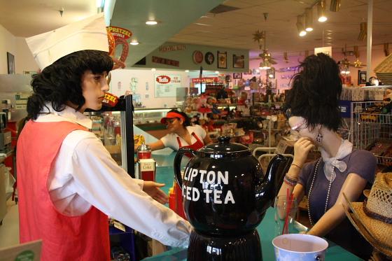 PeggySues02 - Peggy Sue's Diner bei Barstow, Kalifornien: Kunst oder Kitsch ?
