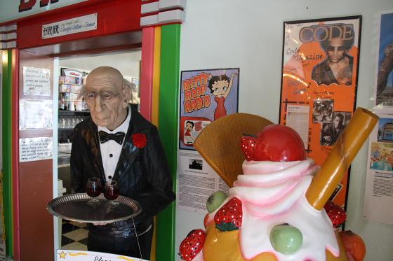 PeggySues05 - Peggy Sue's Diner bei Barstow, Kalifornien: Kunst oder Kitsch ?