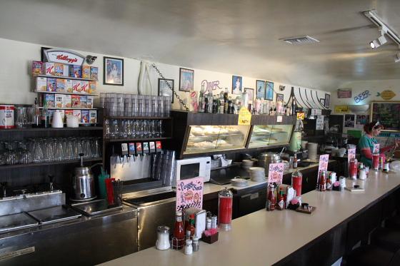 PeggySues07 - Peggy Sue's Diner bei Barstow, Kalifornien: Kunst oder Kitsch ?