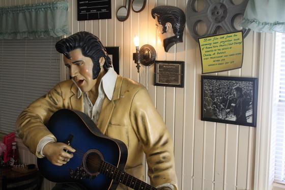 PeggySues08 - Peggy Sue's Diner bei Barstow, Kalifornien: Kunst oder Kitsch ?