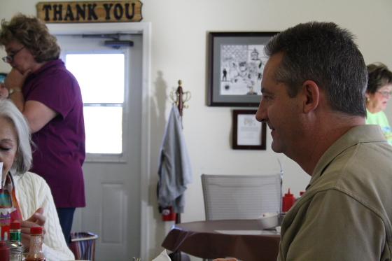 QuartzsiteChiefJeff - Quartzsite, Arizona: Frühstück mit Police Chief Jeff
