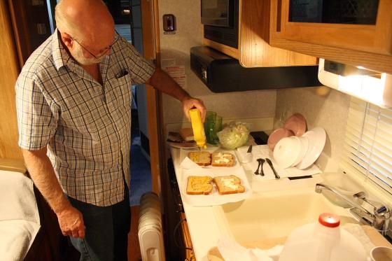 SA08JAN09 - Quartzsite, Arizona: Pfannkuchen, Flohmarkt, Tequila Sunset und Joe's Sandwich