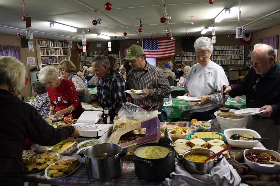 potluck04 - Silvester in Quartzsite, Arizona: Potluck Dinner im Scenic Road RV Park
