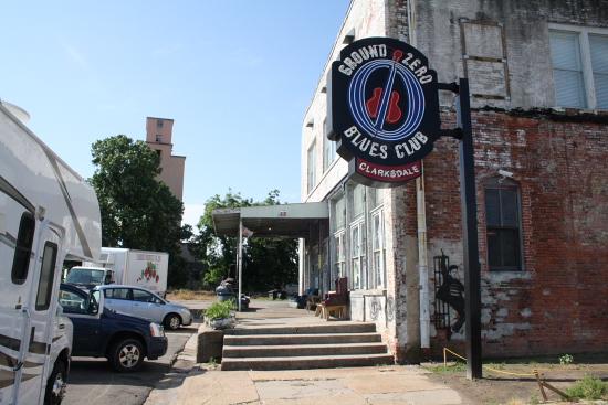 MSBluesTrail GroundZeroBluesClub02 - Der Ground Zero Blues Club von Morgan Freeman in Clarksdale, Mississippi