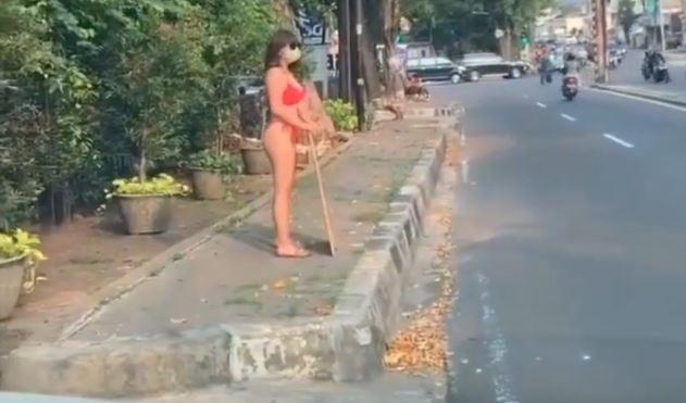 """RedBikini Jakarta Protest - Jakarta, Indonesien: Weiblicher DJ protestiert im Bikini - Verhaftung wegen Verstoss gegen das """"anti-pornography law"""""""