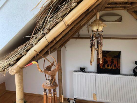 """Windspiele 560x420 - Projekt """"Freiraum"""" am Hochrhein: Windspiele mit Dach unterm Bambusdach unterm Dach"""