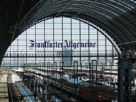 """bahnhof frankfurt 640 560x420 - Bananen-Republik Deutschland: Die """"Milchmädchenrechnung"""" der Regierung bei der Deutschen Bahn"""