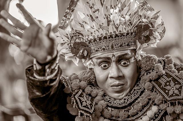 bali dancer black white - Sehnsucht nach Bali