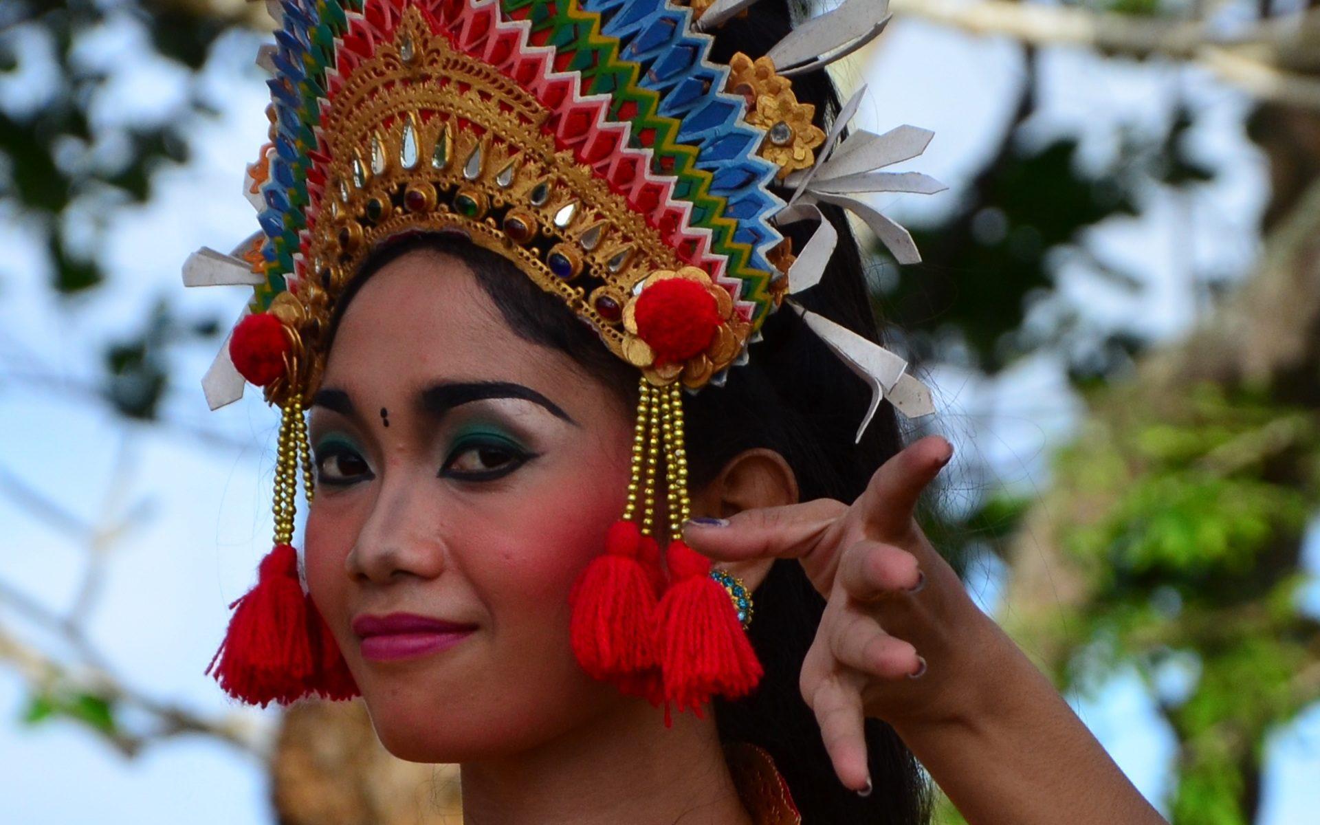bali frau taenzerin 1920x1200 - Bali: Gamelanmusik