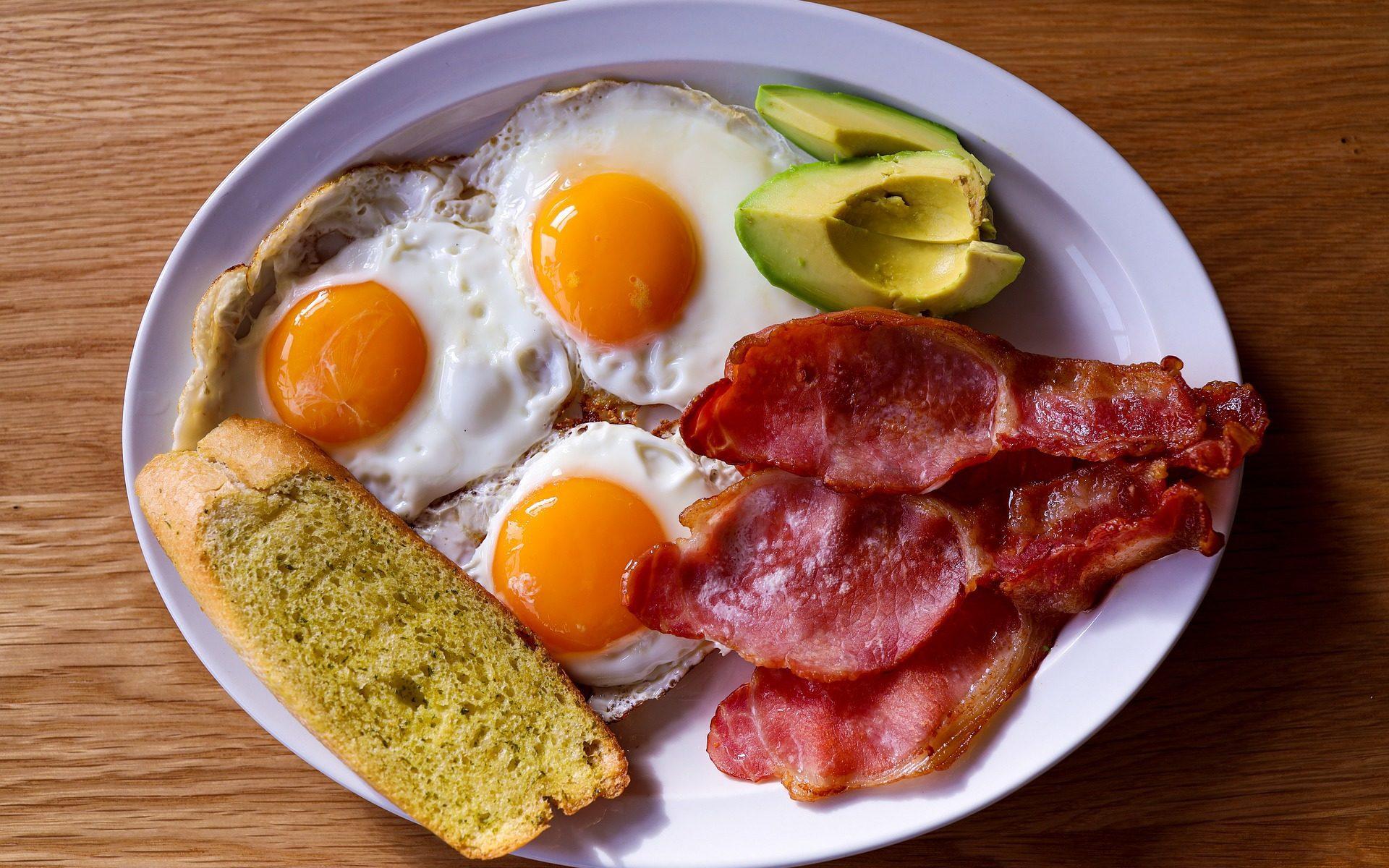 breakfast eggs brunch bacon 1920x1200 - Eat: Brunchen in New York City