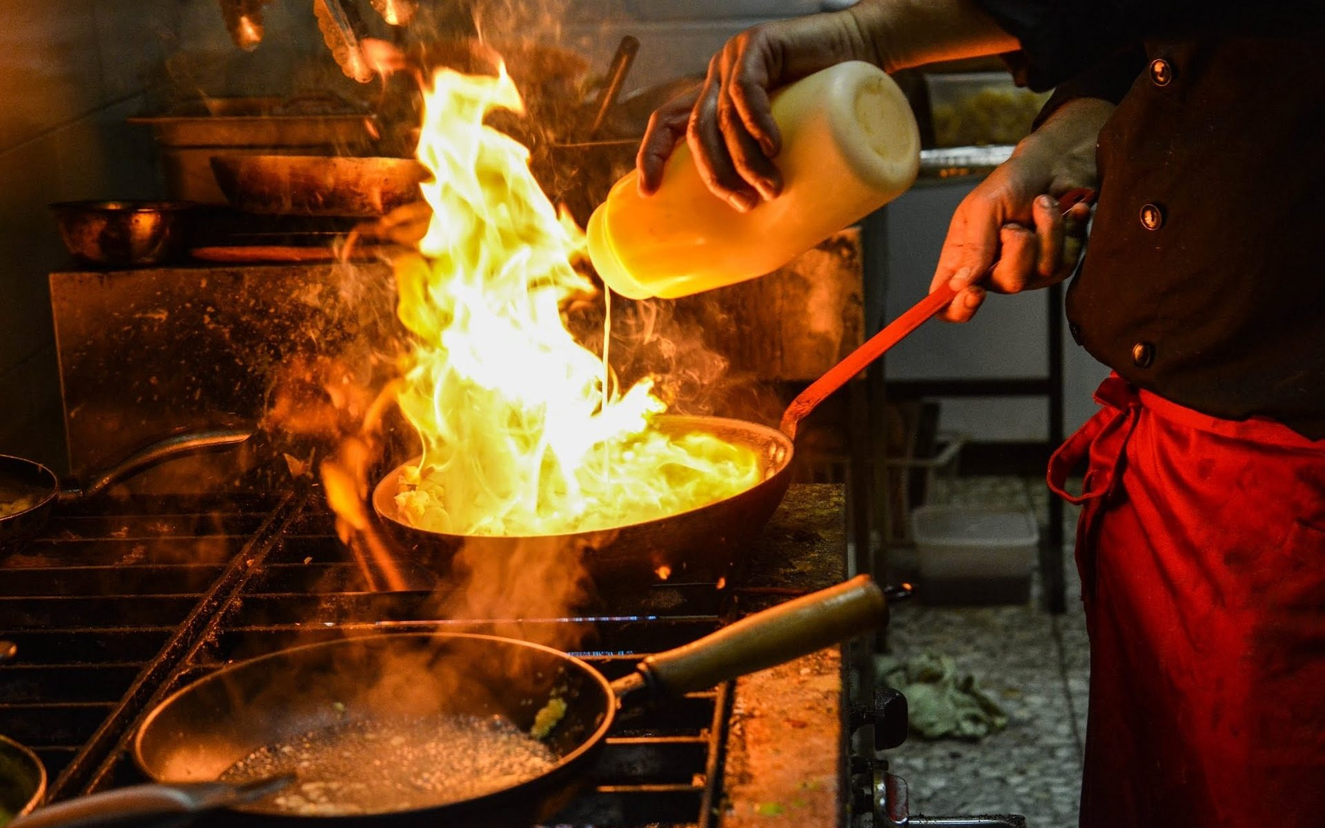 cooking flambieren 1920x1200 - Eat: Mallorca kulinarisch entdecken