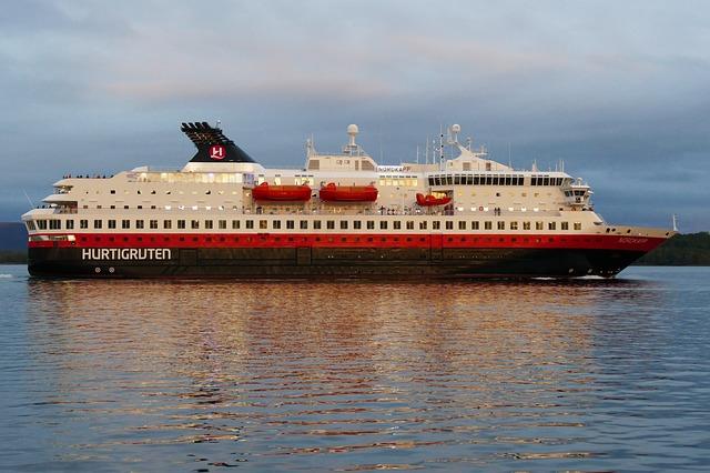 cruise hurtigruten - Kreuzfahrten: Hurtigruten Expeditions - Wenn Wikinger sich nach Afrika verirren