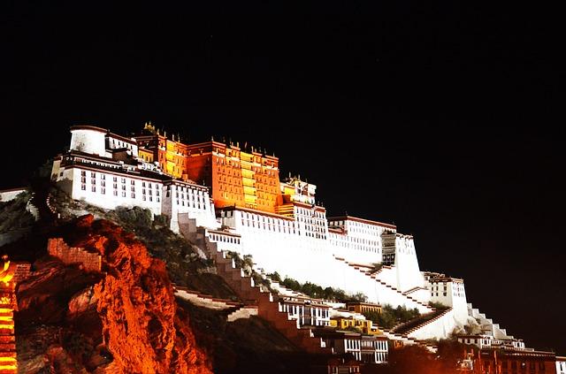 lhasa tibet potala palace - Persona non grata: Der Dalai Lama lebt seit 62 Jahren im Exil