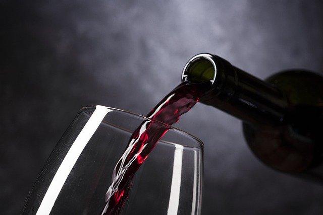 rotwein glas flasche 640 1 - Weinanbau: Merlot und Cabernet Sauvignon aus der Steppe Chinas