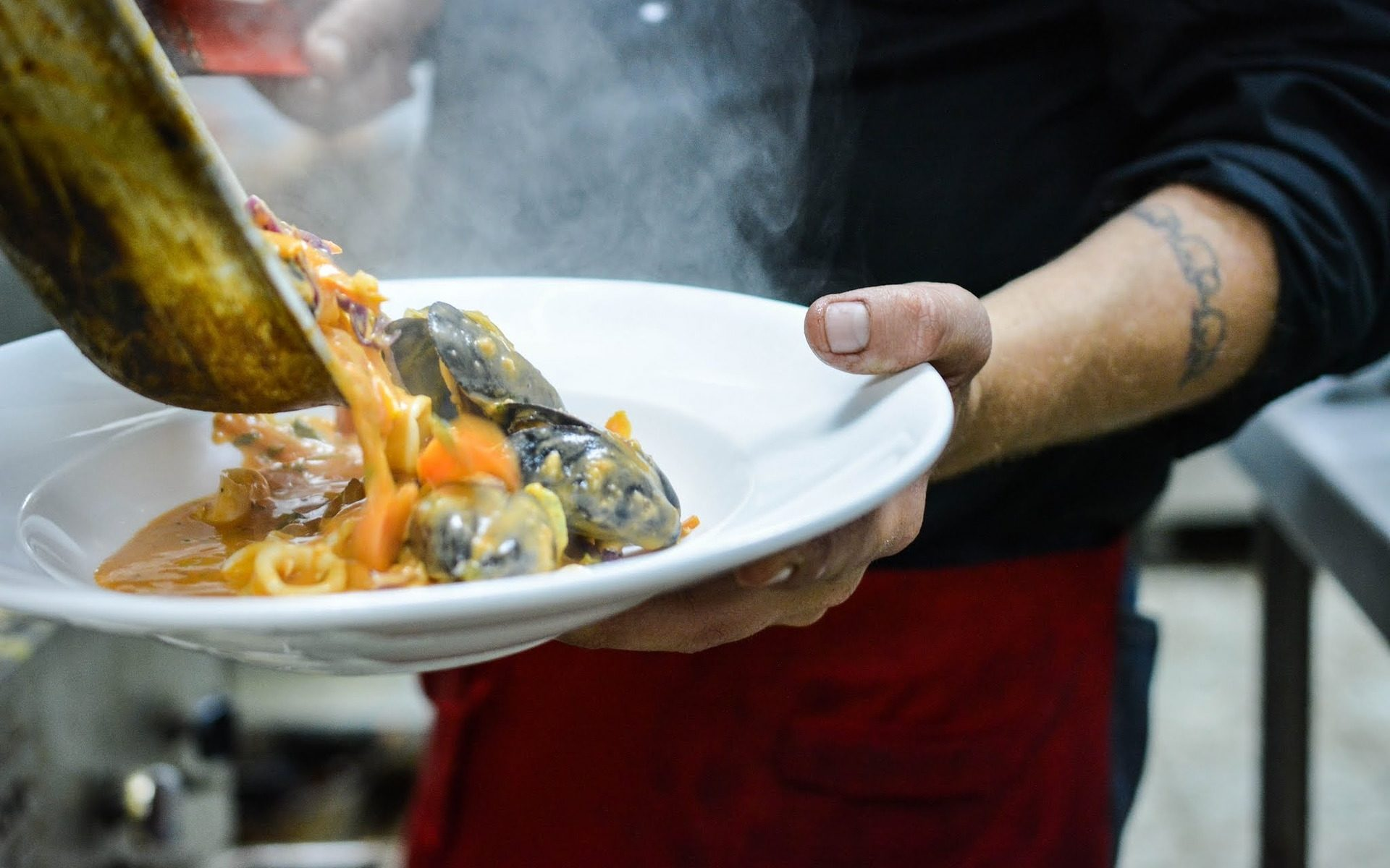 seafood cooking muscheln 1920x1200 - Eat: Der Anthony Bourdain Food Trail in New Jersey