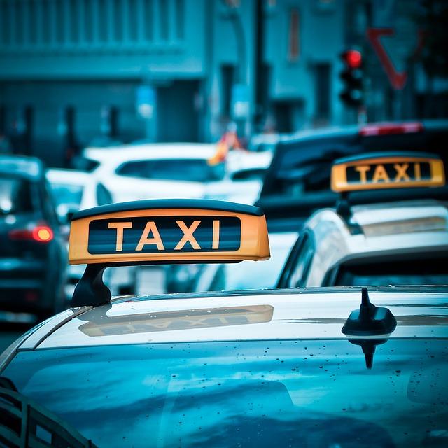 taxi - Hauptstadtflughafen BER: Taxi-Notstand in Berlin