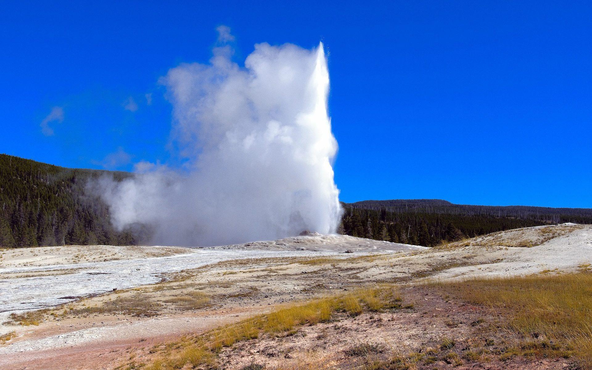 yellowstones old faithful 1920x1200 - USA: Die Nationalparks werden von Touristen überrannt